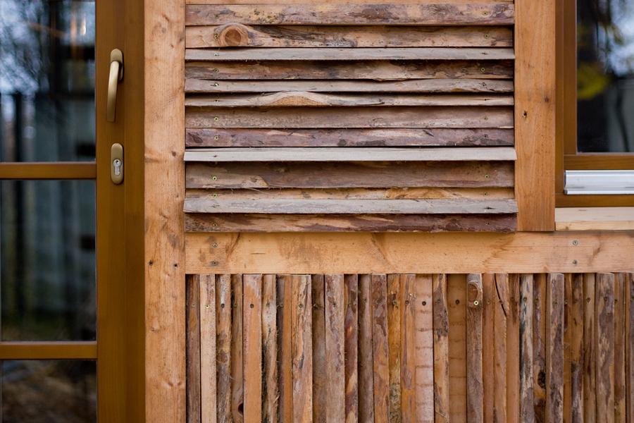 """отделка фасада из отходов пилорамы, так называемая """"горбыль"""""""